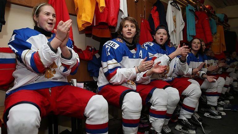 После матча сборная России празднует выход в 1/2 финала турнира. Фото ФХР