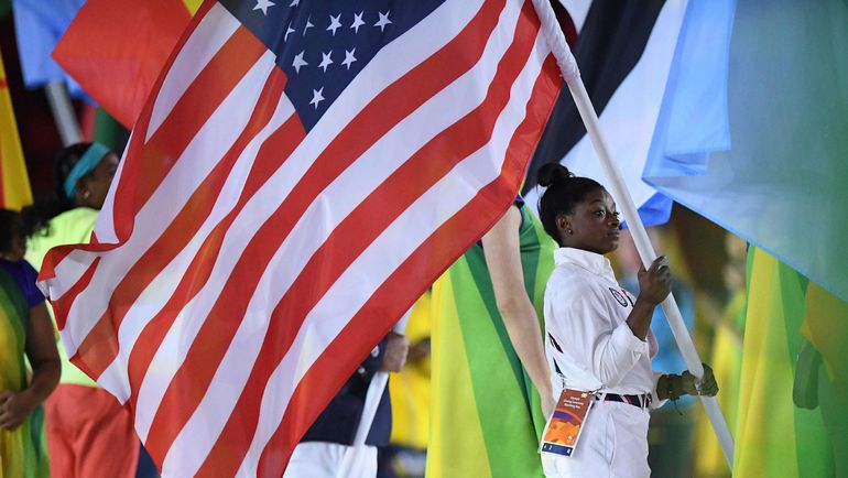 Симона БАЙЛЗ была знаменосцем сборной США на Олимпиаде в Рио. Фото AFP