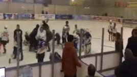 Драка юных хоккеистов во Владикавказе.