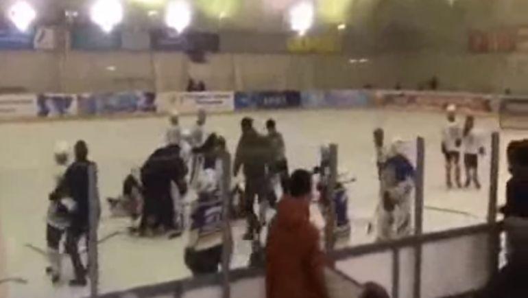 Драка юных хоккеистов во Владикавказе. Фото Скриншот видео