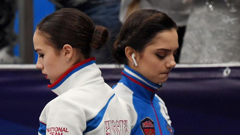 """Четверг. Москва. Алина ЗАГИТОВА (слева) и Евгения МЕДВЕДЕВА. Фото Александр ФЕДОРОВ, """"СЭ"""""""