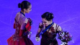 Суббота. Москва. Чемпионка Европы Алина ЗАГИТОВА (слева) и серебряный призер Евгения МЕДВЕДЕВА.