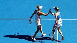 Елена ВЕСНИНА (слева) и Екатерина МАКАРОВА - в финале Australian Open.