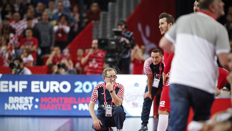 Тренер хорватов Лино ЧЕРВАР: перемудрили... Фото cro2018.ehf-euro.com