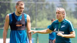 20 июня 2017 года. Гойнг. Роберто МАНЧИНИ (справа) и Артем ДЗЮБА на летнем сборе сине-бело-голубых.