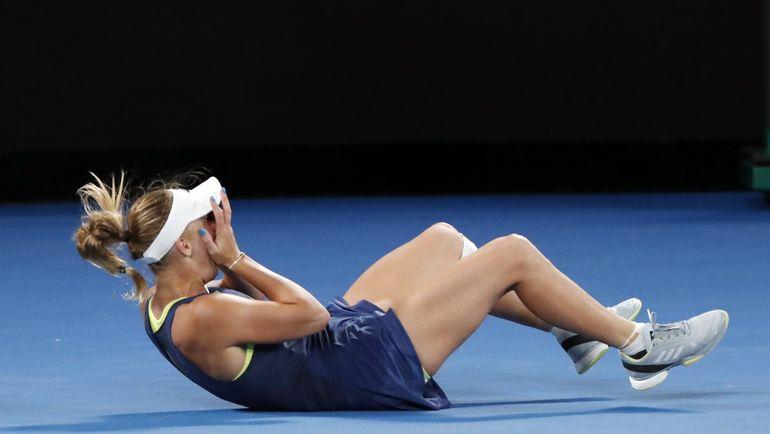 Каролин ВОЗНЯЦКИ празднует победу над Симоной Халеп в финале Australian Open. Фото REUTERS