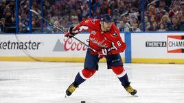 Суббота. Тампа. Александр ОВЕЧКИН стал победителем конкурса на силу броска в рамках звездного уикенда НХЛ.