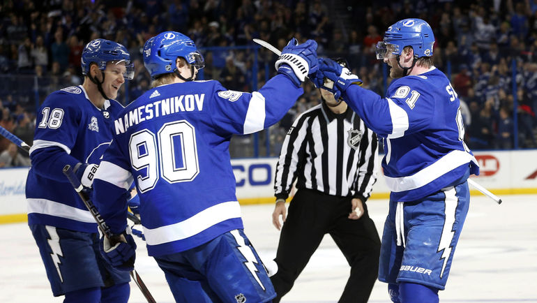 Ондржей ПАЛАТ (№18), Владислав НАМЕСТНИКОВ (№90) и Стивен СТЭМКОС. Фото USA Today
