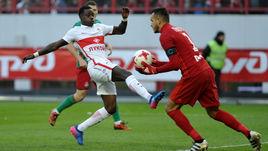 В марте Квинси ПРОМЕС (слева) и ГИЛЬЕРМЕ сыграют друг против друга, но перед этим их командам предстоит сыграть в Лиге Европы.