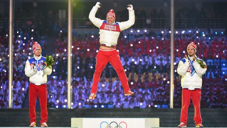 Александр ЛЕГКОВ (в центре) и Максим ВЫЛЕГЖАНИН (слева) вернули свои награды. Фото AFP