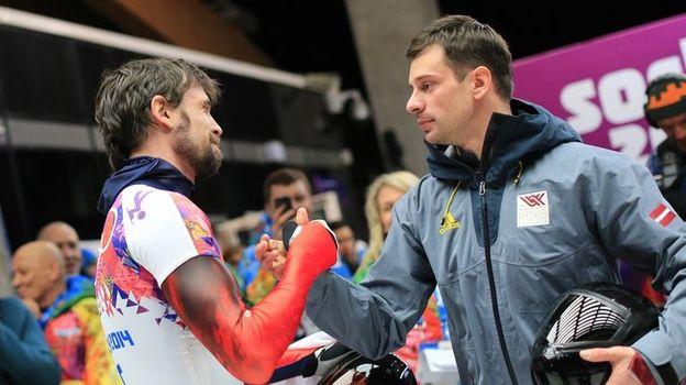 15 февраля 2014 года. Сочи. Мартинс ДУКУРС (справа) поздравляет Александра ТРЕТЬЯКОВА с олимпийским золотом. Фото AFP
