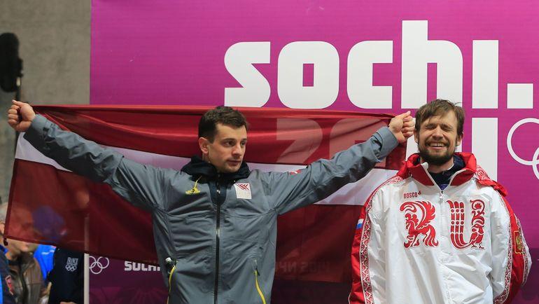 Мартин ДУКУРС (слева) и Александр ТРЕТЬЯКОВ: серебряный призер Сочи-2014 из Латвии по решению CAS не получит отобранный МОК титул чемпиона. Фото AFP