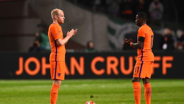 Квинси ПРОМЕС (справа) в матче за сборную Голландии. Фото AFP