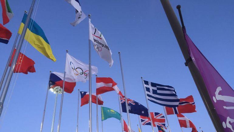 """Понедельник. Пхенчхан. Пустой флагшток у биатлонного стадиона. Фото Дмитрий СИМОНОВ, """"СЭ"""""""