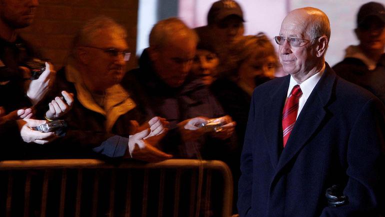 Сэр Бобби ЧАРЛЬТОН на церемонии в память о 50-й годовщине трагедии. Фото AFP
