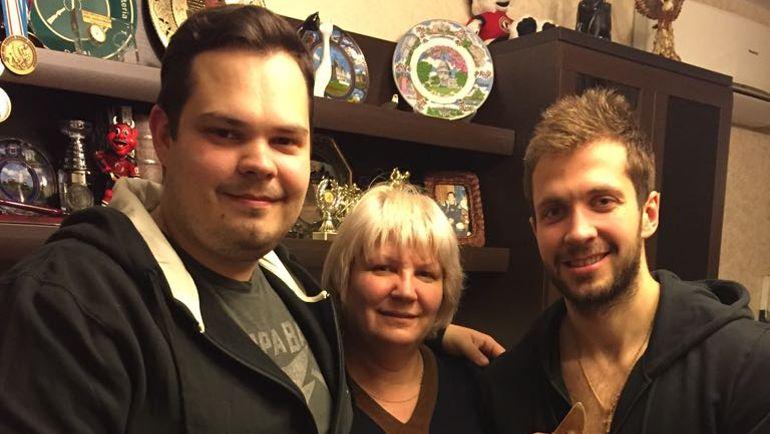 Светлана КУЧЕРОВА и два ее сына - Денис и Никита. Фото из архива мамы Никиты Кучерова
