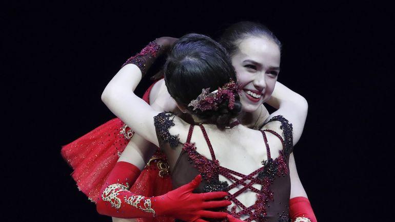 Алина ЗАГИТОВА и Евгения МЕДВЕДЕВА. Фото Reuters