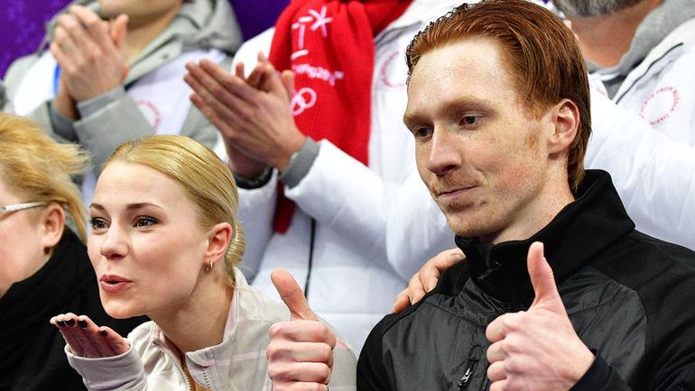 Сегодня. Пхенчхан. Евгения ТАРАСОВА (слева) и Владимир МОРОЗОВ стали первыми в короткой программе в парах в командных соревнованиях. Фото AFP
