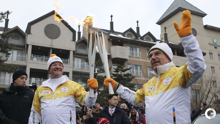 Сегодня. Пхенчхан. Томас БАХ нес олимпийский огонь.