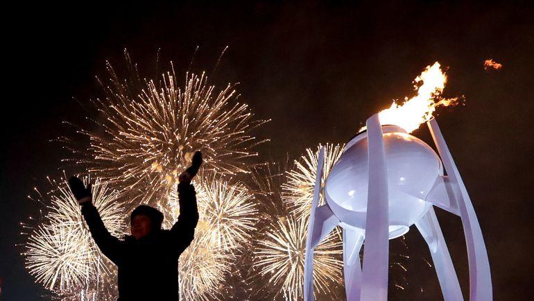 Вчера. Пхенчхан. Церемония открытия Олимпиады завершилась красивым фейерверком. Фото AFP