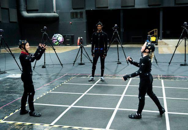 Маркус Рэшфорд с детьми на записи первых роликов. Фото EA Sports