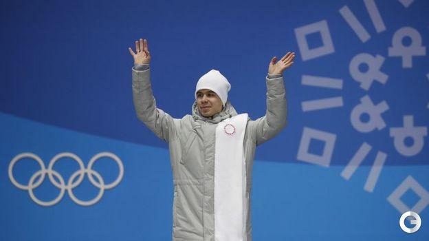 Сегодня. Пхенчхан. Семен ЕЛИСТРАТОВ на церемонии вручения олимпийских медалей призерам в соревновании шорт-трекистов на дистанции 1500 метров. Фото REUTERS