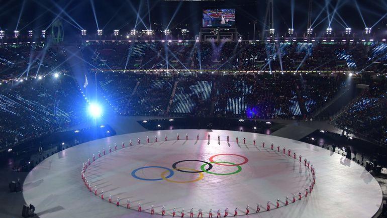Олимпийские кольца на главной арене Игр во время открытия. Фото AFP