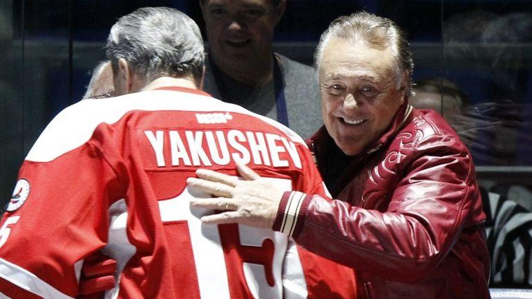 2012 год. Фил ЭСПОЗИТО (справа) и Александр ЯКУШЕВ празднуют юбилей Суперсерии-72. Фото REUTERS
