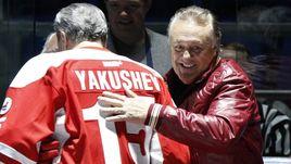 2012 год. Фил ЭСПОЗИТО (справа) и Александр ЯКУШЕВ празднуют юбилей Суперсерии-72.