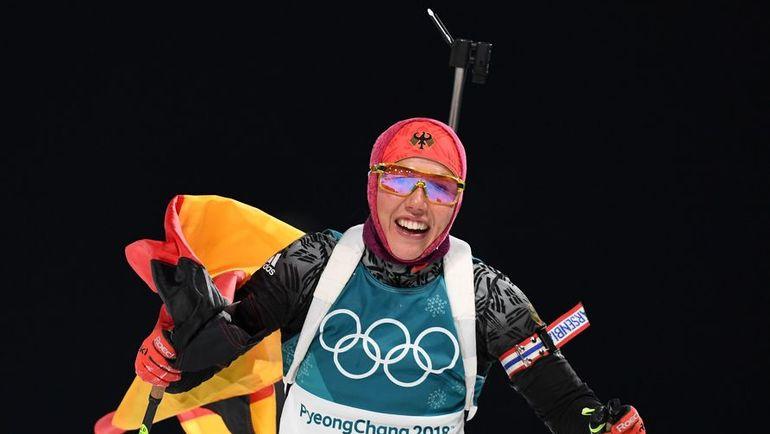 Сегодня. Пхенчхан. Лаура ДАЛЬМАЙЕР финишировала в гонке преследования на Олимпиаде-2018 с флагом. Фото Reuters