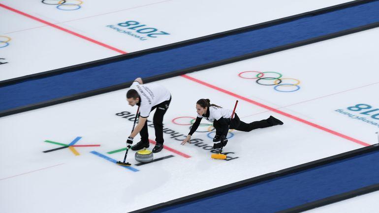 Анастасия БРЫЗГАЛОВА и Александр КРУШЕЛЬНИЦКИЙ в матче со Швейцарией. Фото AFP