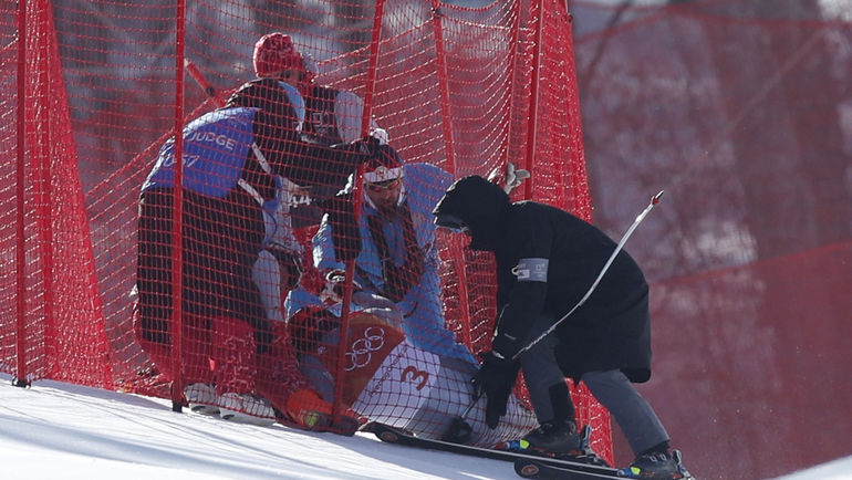 Сегодня. Пхенчхан. Врачи оказывают медицинскую помощь Павлу ТРИХИЧЕВУ. Фото Reuters