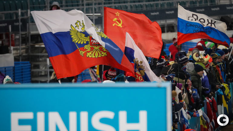 Флаги России и СССР на Олимпиаде.