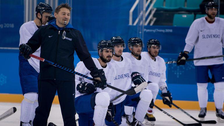 Тренировка сборной Словакии в Корее. Фото AFP