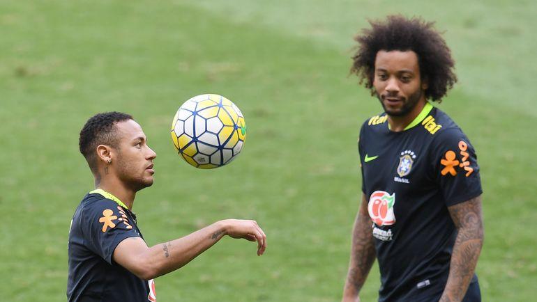 НЕЙМАР и МАРСЕЛУ могли бы играть вместе не только в сборной Бразилии, но и в одном клубе. Фото AFP