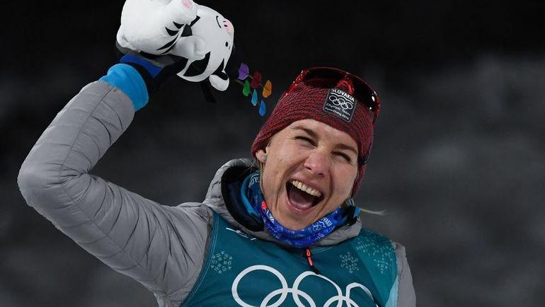 Четверг. Пхенчхан. Анастасия КУЗЬМИНА радуется серебряной медали в индивидуальной гонке. Фото AFP