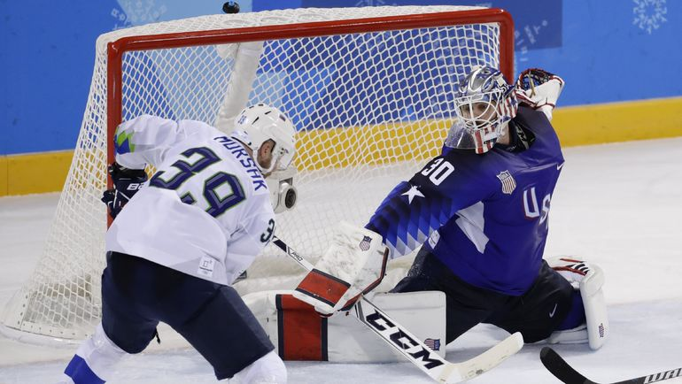 Среда. Пхенчхан. Словения - США - 3:2 ОТ. Ян МУРШАК забивает США в овертайме. Фото Reuters