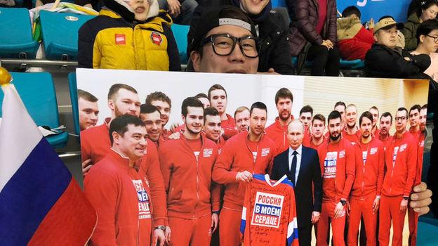 Корейский самбист болеет за сборную России с фотографией Путина