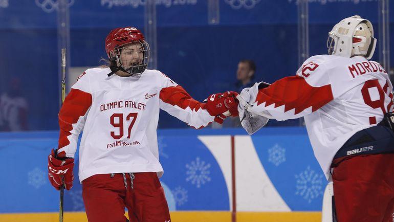 Сегодня. Каннын. Россия - Швейцария - 6:2. Анна ШОХИНА (слева). Фото REUTERS