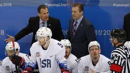 Сегодня. Пхенчхан. Россия - США - 4:0. Тренер американцев Тони ГРАНАТО (слева на заднем плане) остался недоволен своим визави.