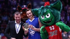 Суббота. Санкт-Петербург. Сергей КУЩЕНКО (слева) вручает приз Райану БРОКХОФФУ.