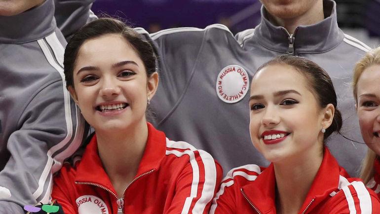 12 февраля. Пхенчхан. Евгения МЕДВЕДЕВА (слева)  и Алина ЗАГИТОВА. Фото REUTERS