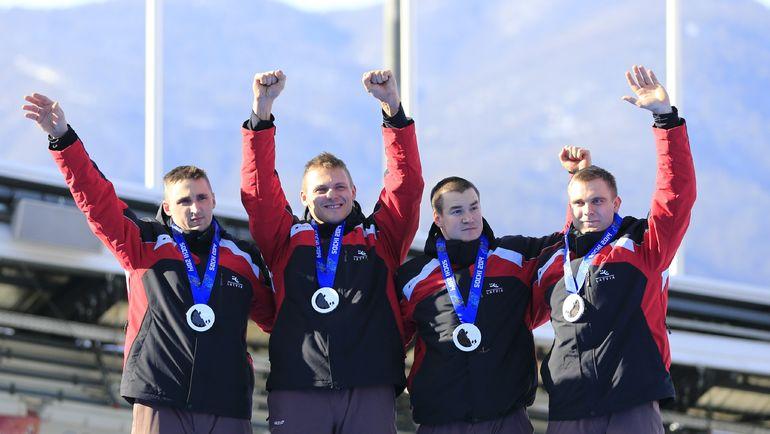 Латвийские бобслеисты (слева направо) Оскар МЕЛБАРДИС, Даумантс ДРЕЙКЕШ, Арвинс ВИЛКАСТЕ и Янис СТРЕНГЕ. Фото AFP