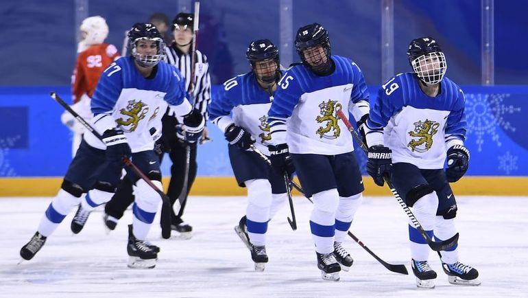 Петра НИЕМИ (справа) и ее партнерши по сборной Финляндии. Фото AFP
