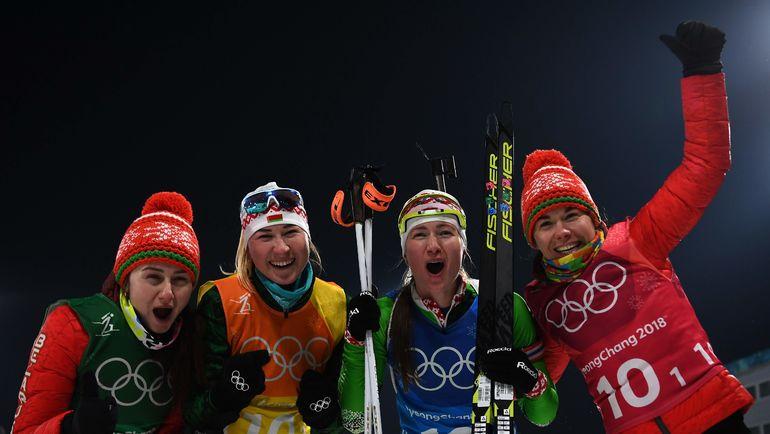 Биатлонистки сборной Белоруссии радуются золотым медалям Олимпиады. Фото AFP
