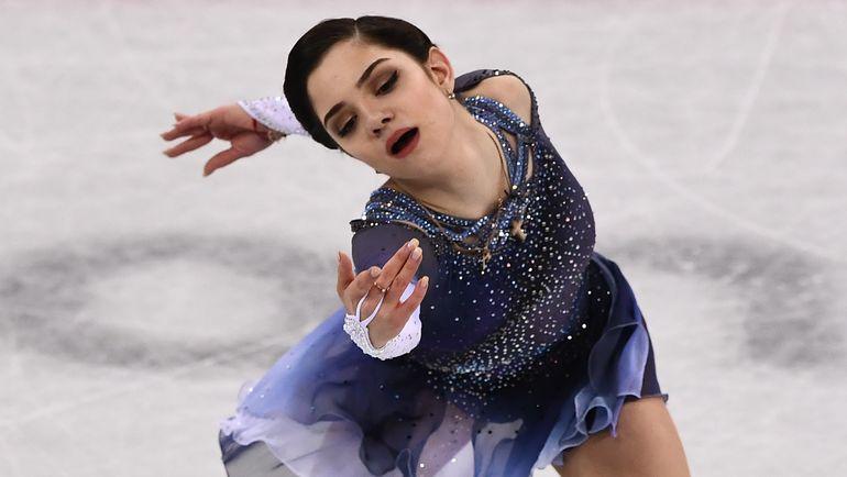 Евгения МЕДВЕДЕВА на льду Пхенчхана - в короткой программе. Ее она представила не только в одиночном, но и командном турнире. Фото AFP