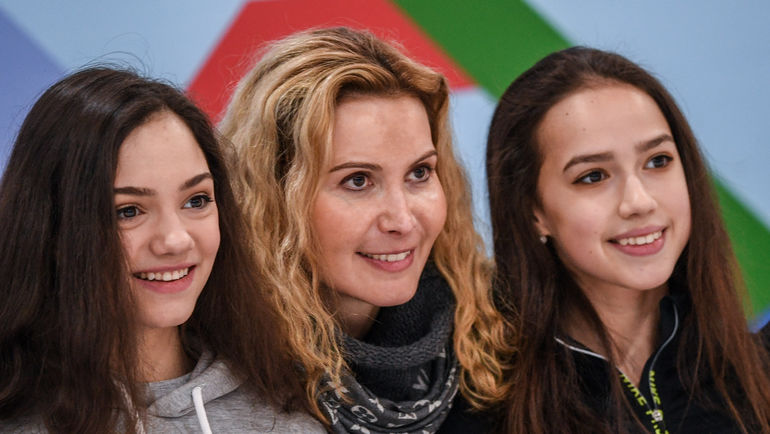 "Евгения МЕДВЕДЕВА (слева) и Алина ЗАГИТОВА (справа) - две олимпийские звезды группы тренера Этери ТУТБЕРИДЗЕ. Фото Дарья ИСАЕВА, ""СЭ"""
