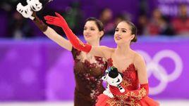 Пятница. Пхенхчан. Алина ЗАГИТОВА (справа) - первая российская чемпионка Пхенчхана. Евгения МЕДВЕДЕВА - вторая.