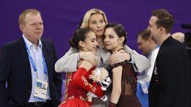 Пятница. Пхенчхан. Алина ЗАГИТОВА (слева), Евгения МЕДВЕДЕВА (справа) и тренер Этери ТУТБЕРИДЗЕ.