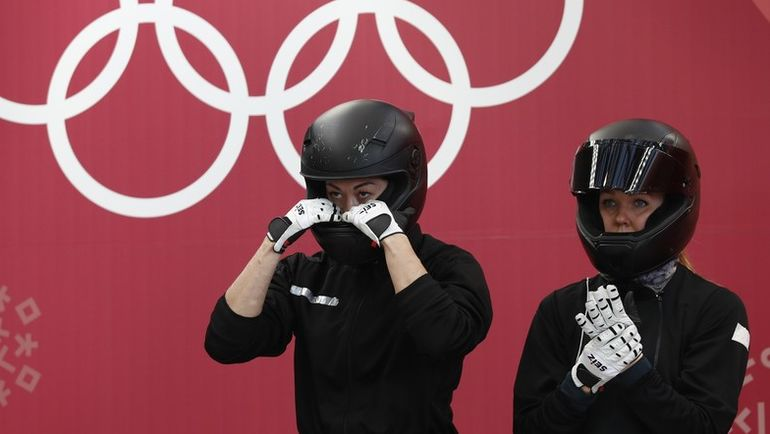 Надежда СЕРГЕЕВА (справа) и Анастасия КОЧЕРЖОВА показали 12-й результат на Олимпийских играх в Пхенчхане. Фото REUTERS